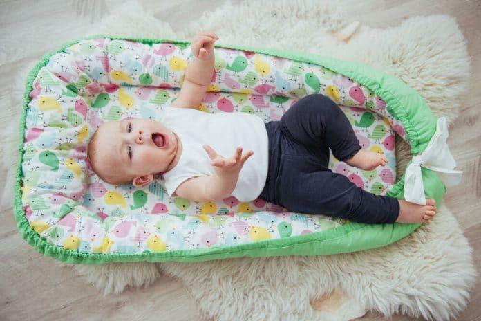 Cuscini A Salsicciotto.Riduttore Per Lettino La Nuova Generazione Di Gadget Per Bebe